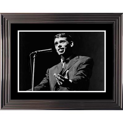 Photo noir et blanc Jacques Brel encadré 74x94